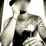 homme sexy et tatoué de Riom